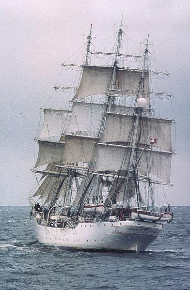 ספינת מפרש עתיקה בסגנון Square rig