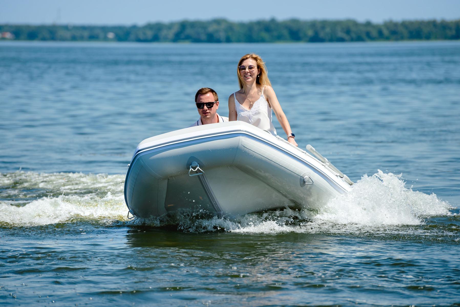 סירות מתנפחות עם תחתית V (קיל